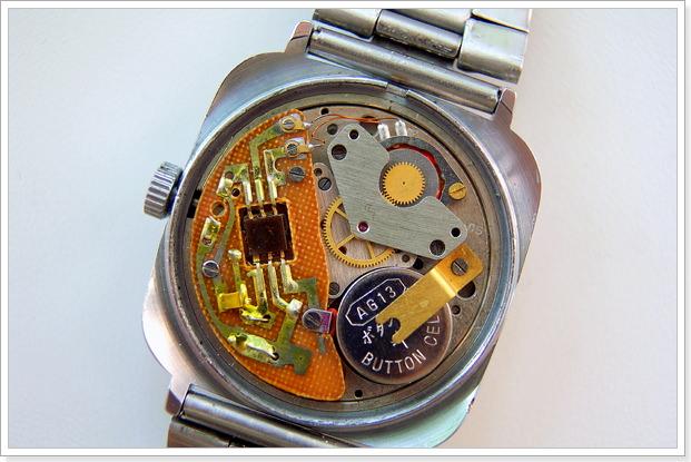 Что заставляет работать кварцевые часы?