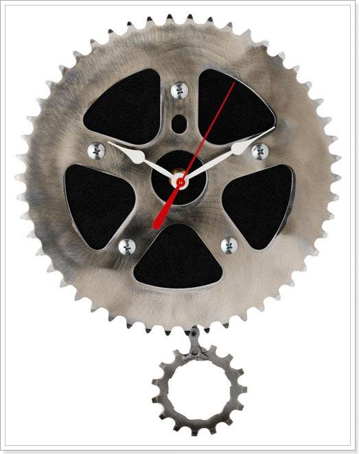 настенные механические часы с маятником