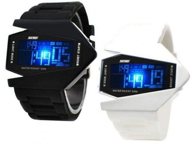 Электронные наручные часы с подсветкой