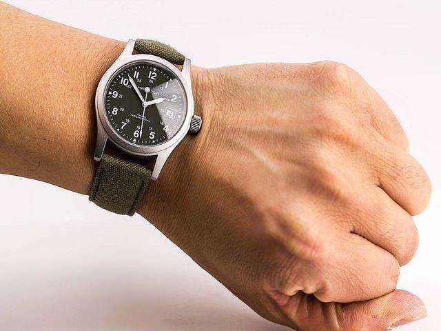 Часы citizen со светящимся циферблатом