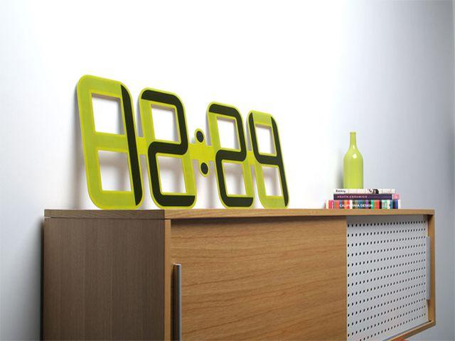 электронные часы в гостиную