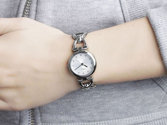 современные часы fossil