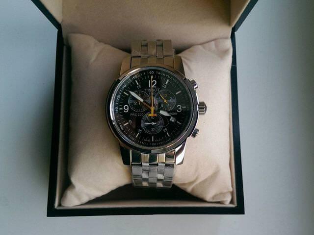 Фирменные часы в упаковке