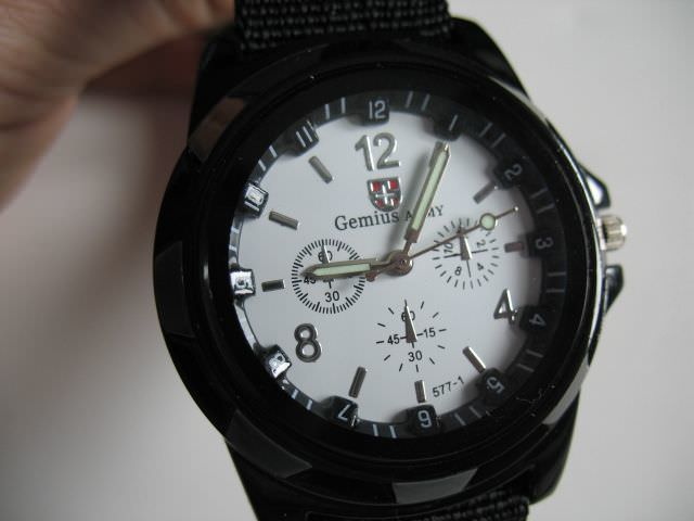 Достаточно крупные часы