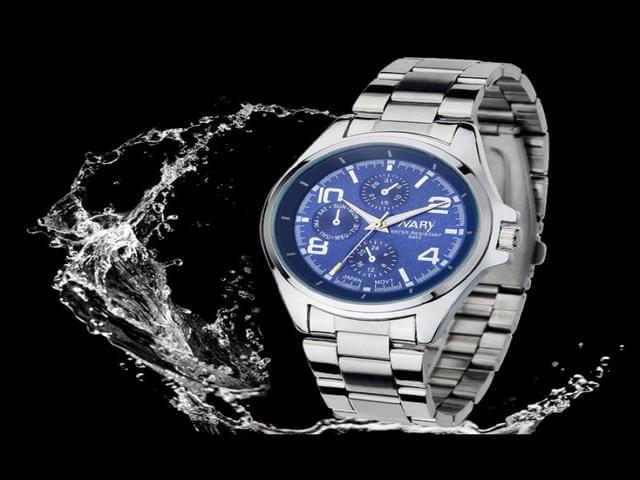 Стильные часы со стальным корпусом и браслетом